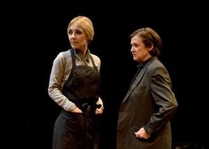 """Cayetana Guillén Cuervo y Julieta Serrano en """"El malentendido"""". Fotografía: David Ruano"""