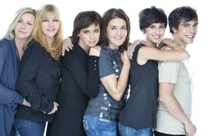 El reparto junto a Carol López. Imagen: Teatro Maravillas